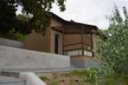 Villa unico livello, con giardino piantumato, box, terrazzo, e vista mare.