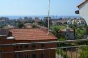 Appartamento con balcone vista mare, box doppio, e posto auto coperto.