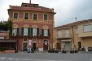 Appartamento termoautonomo ubicato nel centro del paese.